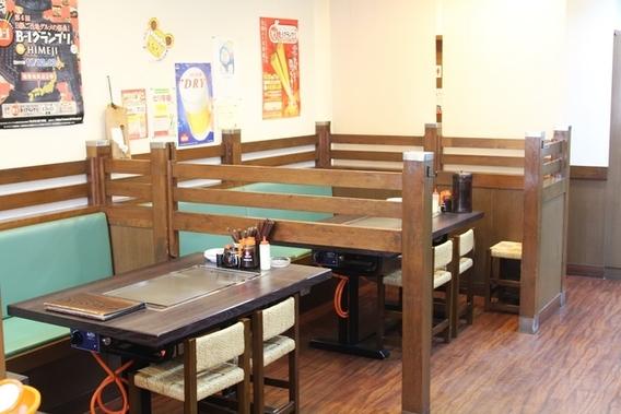カウンター席+テーブル席も